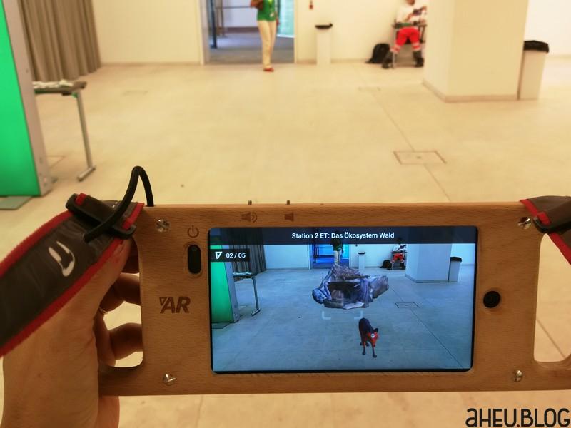 Display eines AR-Gerät mit abgebildetem Bereich dahinter