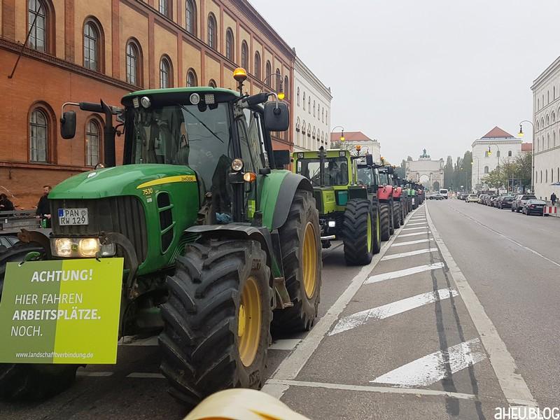 Traktoren, Uni, Siegestor
